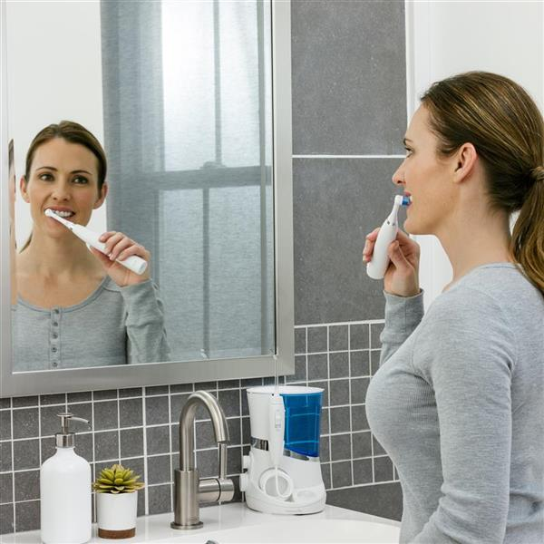 Using White Complete Care 5.5 Toothbrush