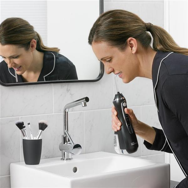 Using WP-562 Black Cordless Advanced Water Flosser