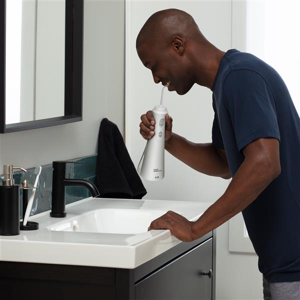 Using WP-450 White Cordless Plus Water Flosser