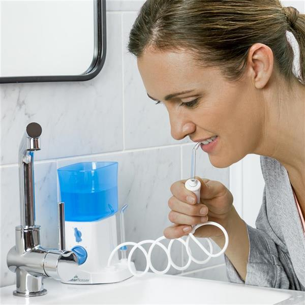 Using WP-300 White Traveler Water Flosser