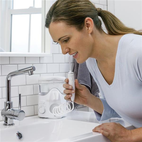 Using WP-150 White Ultra Plus Water Flosser